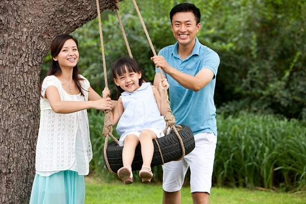 Image result for cha mẹ và con gái