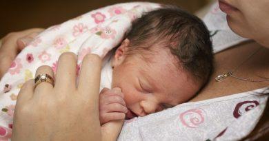 Tuyệt chiêu giúp mẹ chăm sóc trẻ sinh non tăng cân như thường cực đơn giản